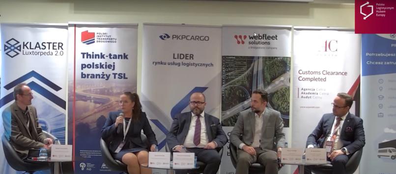 Paneliści trzeciego panelu konferencji podczas debaty